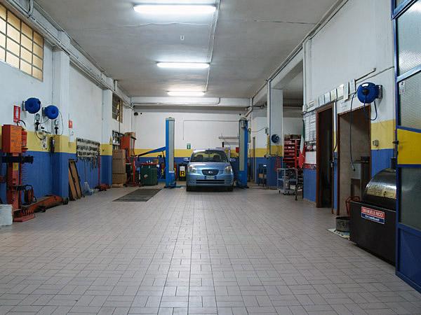 Autofficina meccanica riparazioni officina meccanica for 2 officine di garage per auto